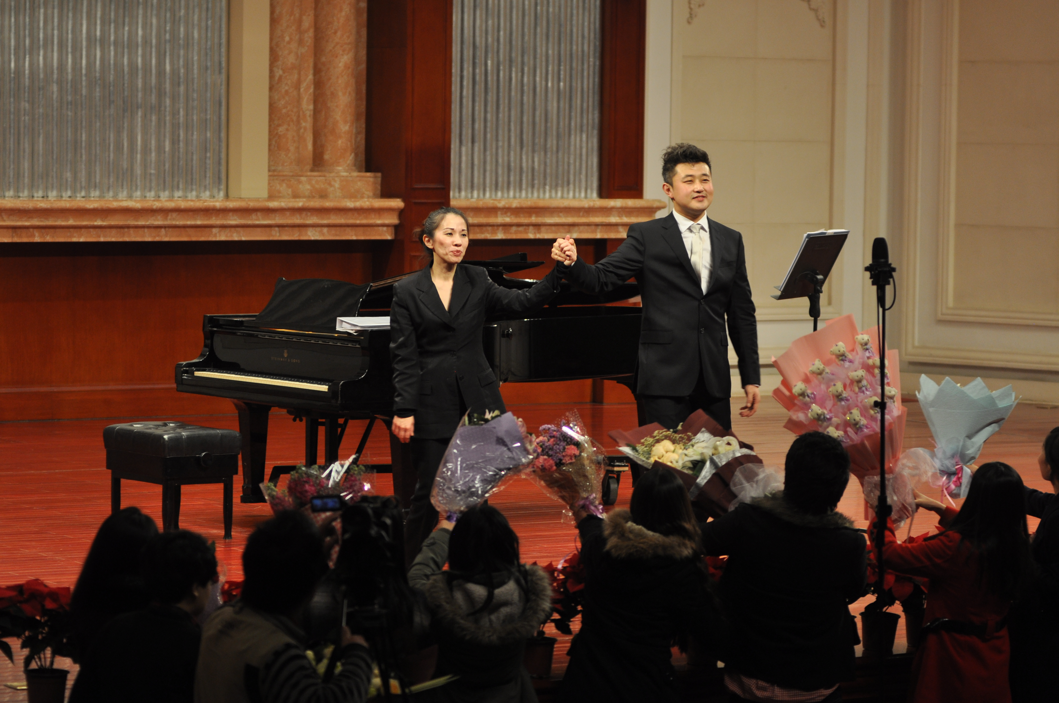 I played for Tenor Yuan Lu's recital at the Tianjin Concert Hall in December 2013.