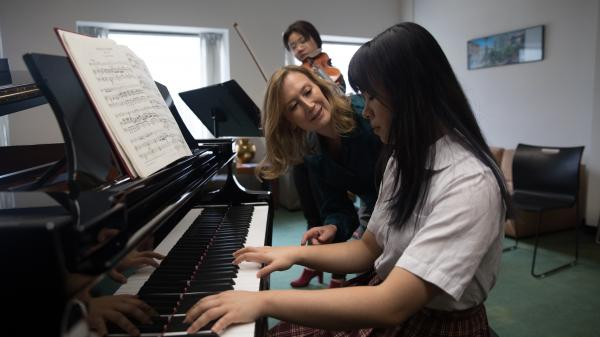 AA teaching collaborative pianist